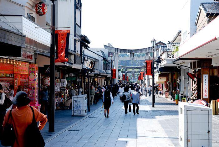 ここは学問の神 菅原道真を祀り、年間200万人以上が訪れる、巨大な神社。