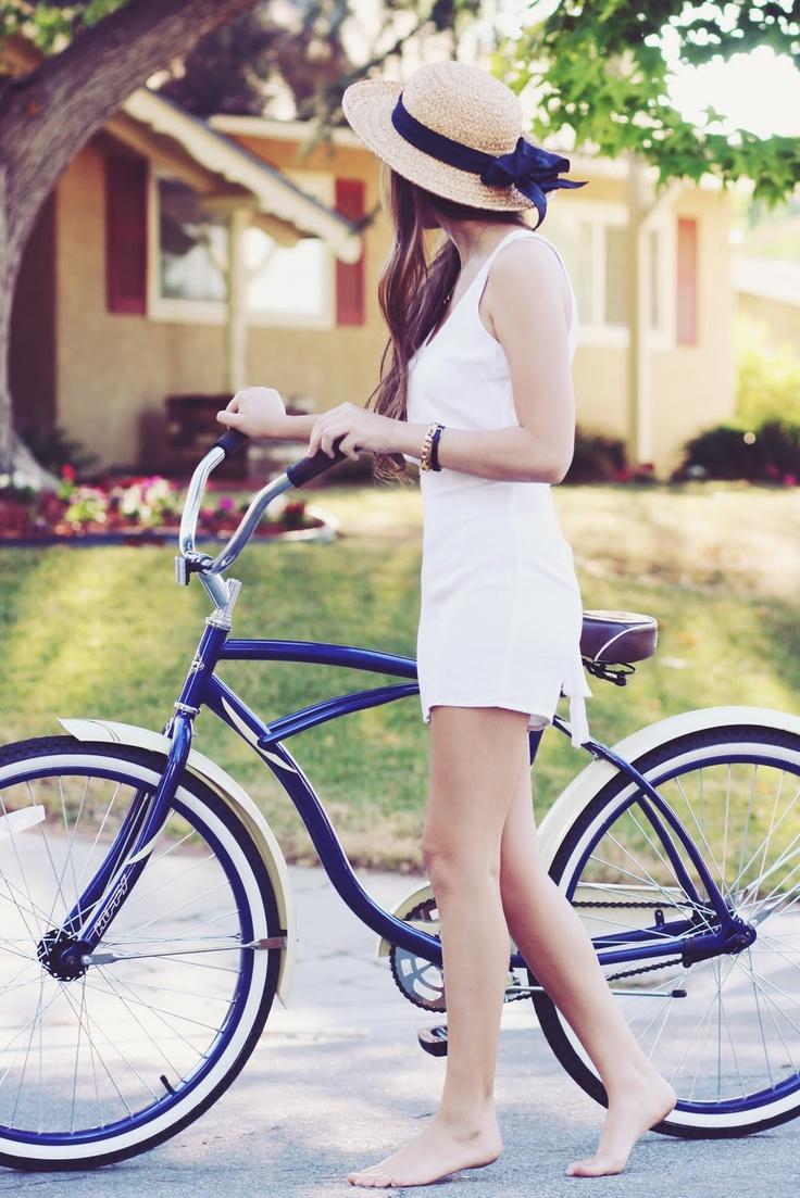 Summer style.: Summer Day, Summer Looks, Bike Riding, Summer Style, Straws Hats, Cruiser Bike, Beaches Cruiser, Vintage Bike, Summer Clothing