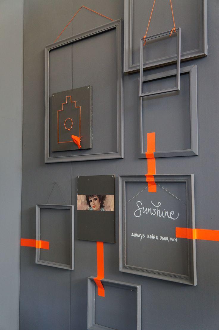 Une mosaïque de cadres caméléon réveillés par une touche de orange fluo