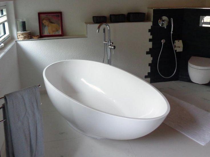 einfach edel und elegant die freistehende badewanne in. Black Bedroom Furniture Sets. Home Design Ideas