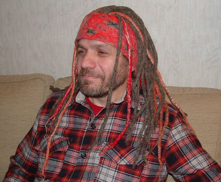 Я вчера задавала кое-какие вопросы по поводу шапочки с дредами. Вот, я ее сделала :) Модели - муж и сын: Немецкая шерсть натурального цвета (основные дреды),…