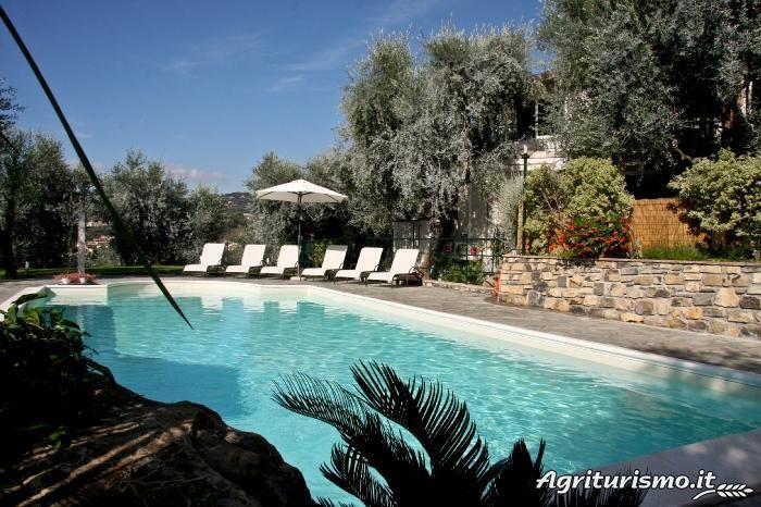 Erfahren Sie Näheres über den Bauernhof Le Raganelle. Er befindet sich in Hügellandschaft, Meer in Diano Castello (Imperia), bietet Nur Übernachtung, Halbpension, Übernachtung mit Frühstück in Wohnung Zimmer - Diano Castello.