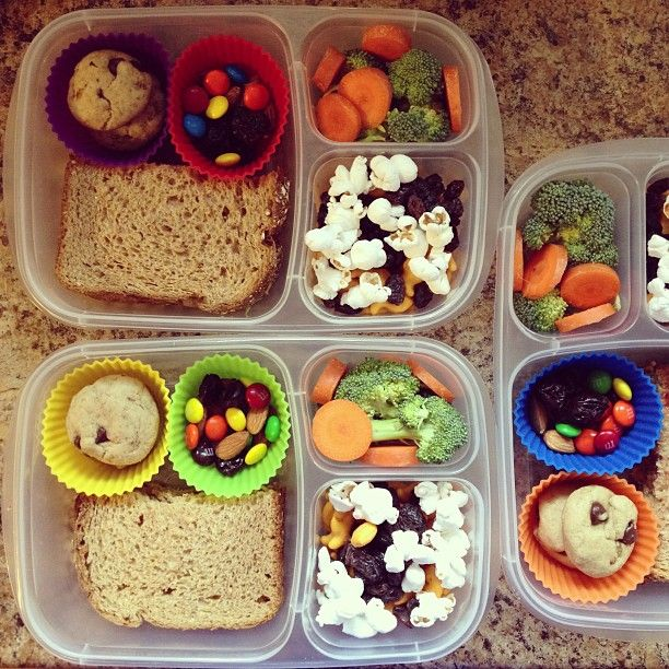 Lunches packed for the beach. #EasyLunchboxes
