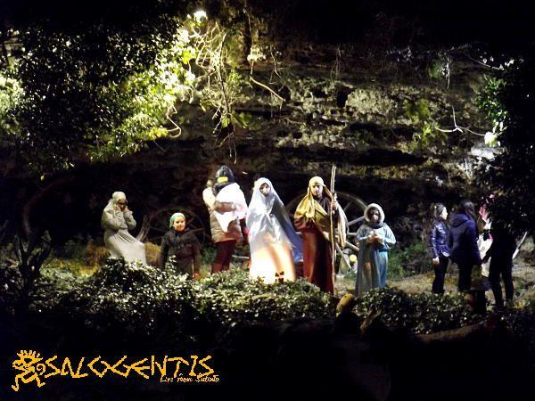 Scena della natività all'interno del presepe vivente di Sanarica.