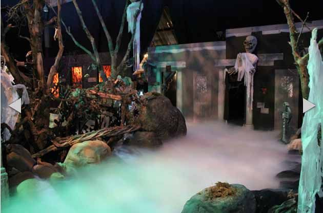Dream-Halloween-Haunted-House.JPG (630×416) amazing low lying fog!
