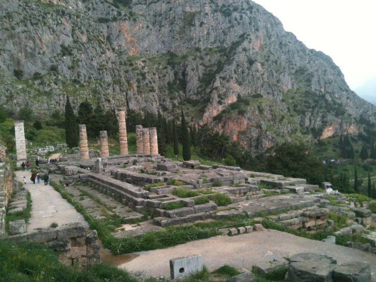 Ναός του Απόλλωνα (Temple of Apollo) στην πόλη Δελφοί, Φωκίδα