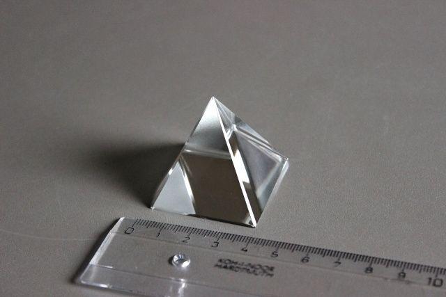 http://www.glass-sphere.com/katalog/99_sklenena-polokoule-pyramida-diamant-puk1622.jpg