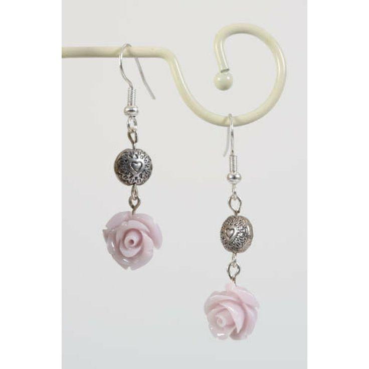 Oorbellen met oud roze roosjes en zilveren kraal - http://www.onlinejuwelenkopen.be/oud-roze-roosjes-oorbellen-met-zilveren-kraal?search=roze&page=2