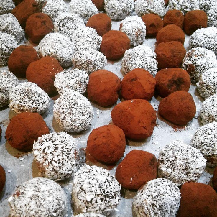Come si preparano i tartufi al cioccolato e rum (Rumkugeln) in Alto Adige