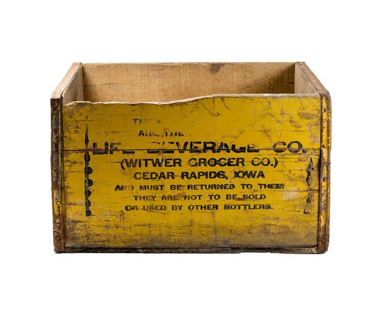Cassa di legno spedizione vita Beverage Co, Cedar Rapids, Iowa 17 x 11 x 10, dipinta scatola di legno di TheRealmCollectibles su Etsy https://www.etsy.com/it/listing/208020640/cassa-di-legno-spedizione-vita-beverage
