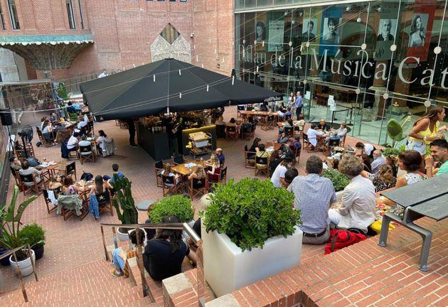 El Palau De La Musica Abre La Terraza Del Cafe Palau Con Musica En Vivo Gastronosfera En 2020 Terraza Musica En Vivo Palau