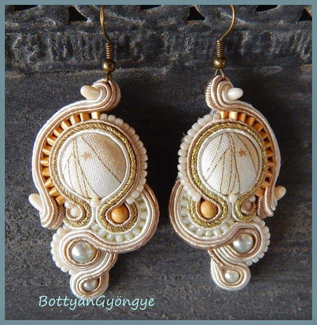 BottyánGyöngye  Bézs hajók - aszimmetrikus sujtás fülbevaló - tekert - Beige ships - soutache asymmetrical earrings - wrapped