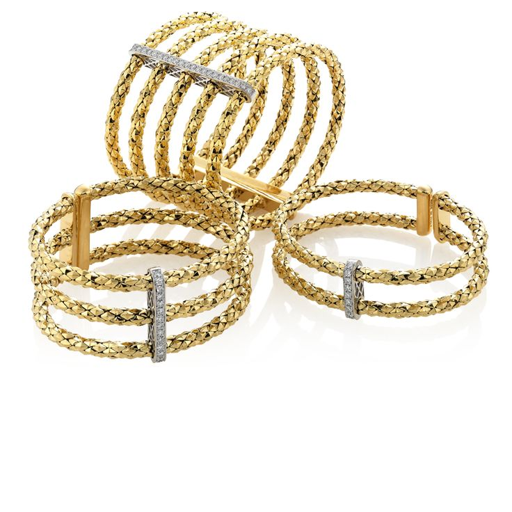 CHIMENTO Stretch Multiple yellow gold bracelets.