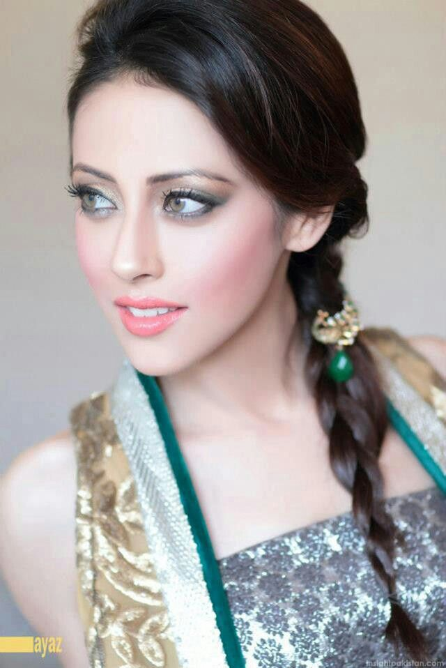 "Ainy jaffri...famous for her role in ""Meri behn maya"" as Maya!!!"