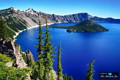 Lago Crater azul de Oregon