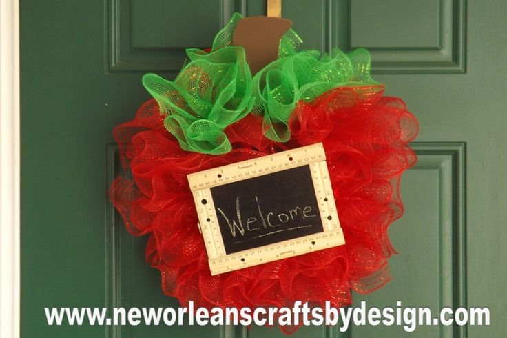 DIY Craft for the classroom - New Orleans Crafts by Design: Back to School Deco Mesh Apple Wreath with Mini Chalkboard