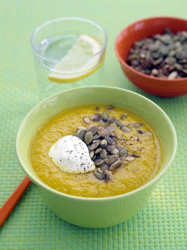 En vegetarisk soppa med smak av vitlök och sambal oelek.