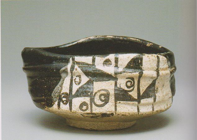 Kurooribe / 黒織部沓形茶碗 銘 わらや - 五島美術館所蔵