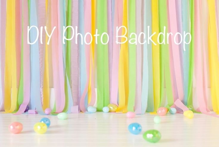 DIY photo backdrop using crepe paper party streamers!