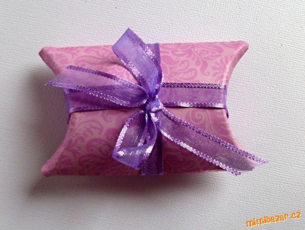 Dárková krabička z roličky od toaletního papíru.