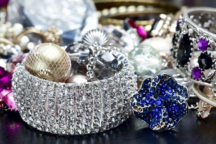 Come pulire i gioielli - Tutte le indicazioni utili per pulire in casa i gioielli in argento senza acquistare costosi prodotti, e in modo del tutto naturale.