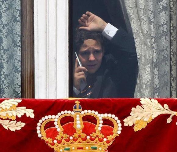 Una foto de Felipe de Marichalar hablando en el Palacio Real arrasa en las redes sociales  #FelipeVI #realeza #royalty