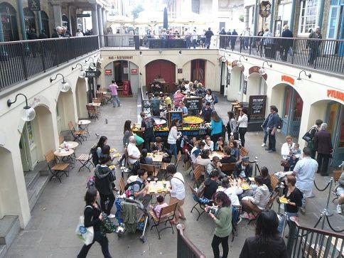 Covent Garden per fare shopping ascolatare musica...e eating #London #Londra
