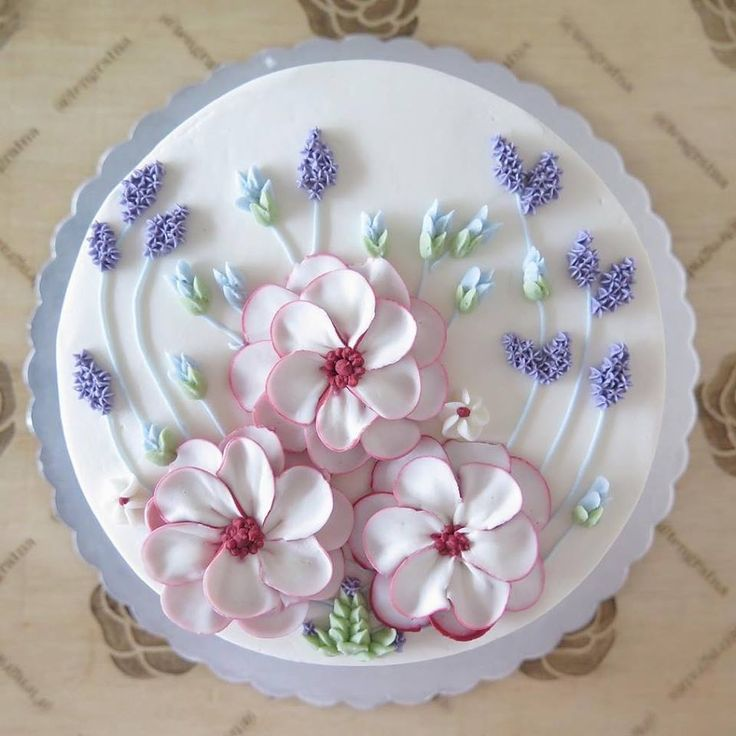 Best 25+ Buttercream Cake Designs Ideas On Pinterest