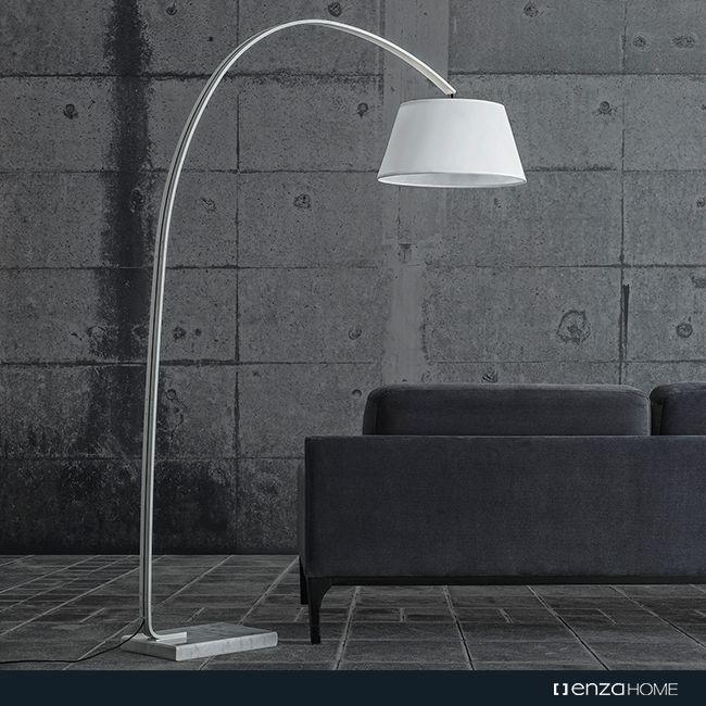 Minimal ve zarif tasarımını dikkat çeken mermer taban detayıyla zenginleştiren Eliptic Lambader, siyah ve beyaz renk seçenekleriyle göz alıcı bir etki bırakıyor.