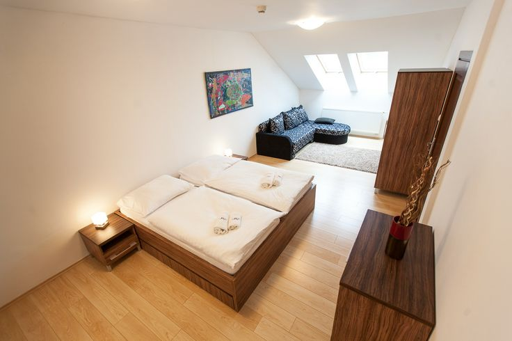comfy double room in Park View Apartment #wilislovakia#wilitatry
