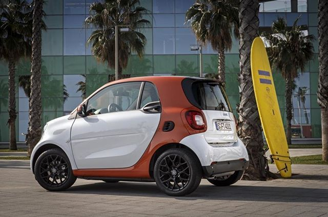 Surfing #smart #smartfortwo #surfing #yellow #goodtime #fun