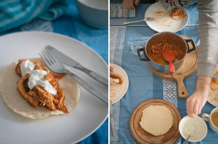 Zelfgemaakte taco's met tinga de pollo