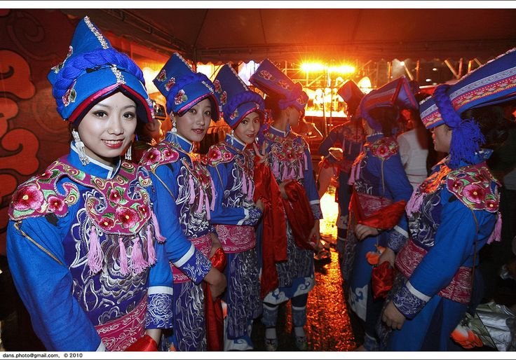 https://flic.kr/p/86MeLg | The performers dressed in traditional clothes for the celebration of the new year, Chengdu, China