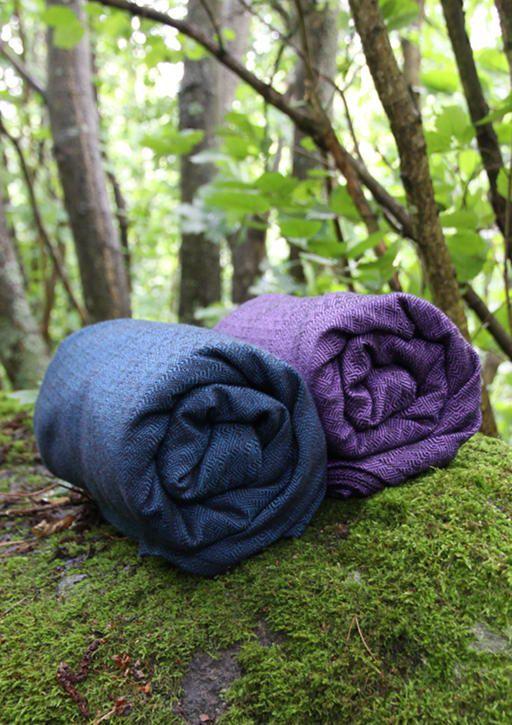 Solki Aronia & Juolukka 65% merino wool 35% organic cotton. #vanamo #vanamowrap #vanamosolki #woolwrap