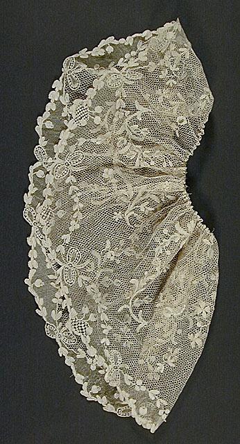 Engageantes, France: ca. 1765-1775, linen point d'Argentan needle lace.