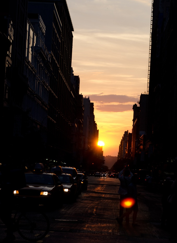 Bekka Palmer's pics of Manhattan Henge (if you've never heard of it, wikipedia ftw!)