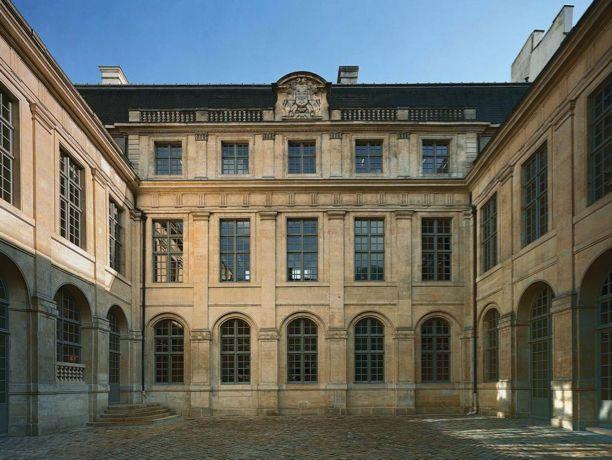 celine-hotel-colbert-de-torcy-paris-wsj-2015-habituallychic-002-1024x769