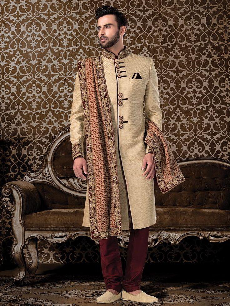 Свадебный индийский мужской костюм: кремовый шервани, бордовые чуридары, дупатта