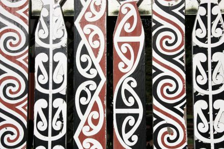 maori design | Use the pens to decorate the bookmark.