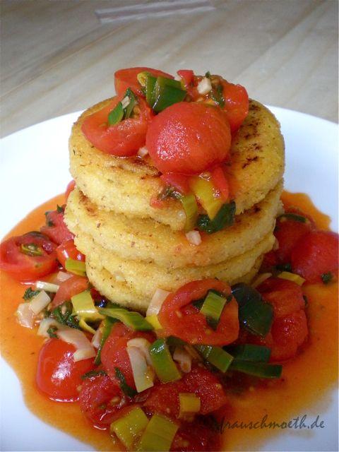 Polentataler mit gedünsteten Tomaten