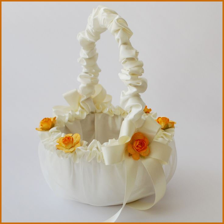 Wedding basket girl.  Canasta para niñas floristas de bodas