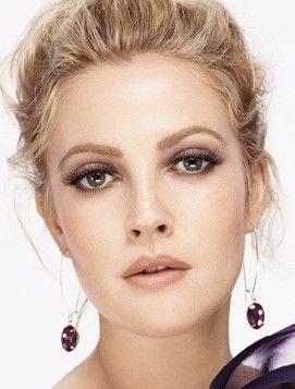 Drew Barrymore showing us how it's done - nude lip   smokey eye = flawless