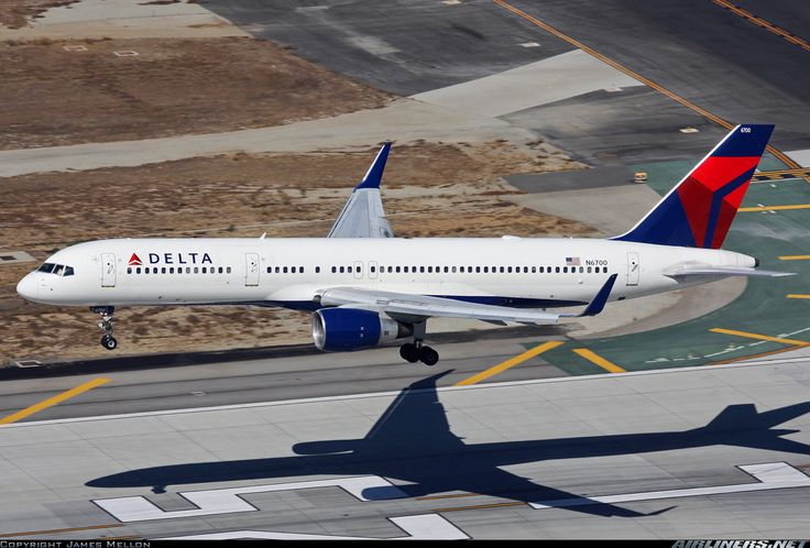 Delta Air Lines Boeing 757-232 N6700 over the numbers at Los Angeles-International, October 2013. (Photo: James Mellon)