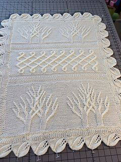 Lovely heirloom quality crib blanket...free pattern