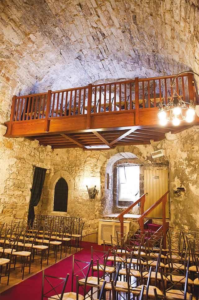 Dundas Castle Scotland | Refurbished Minstrels' Gallery at Dundas Castle | The Best Scottish ...