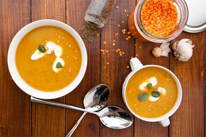 Hustá polievka s červenou šošovicou a mrkvou