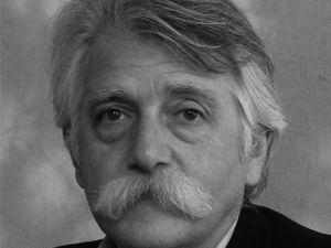 Arduino Cantàfora Professore emerito EPFL Laureato al Politecnico di Milano, è diventato noto per i suoi dipinti con influenze rinascimentali, ispirate a Giorgio de Chirico. Conobbe Aldo Rossi, di cui fu allievo.  Nel 1990, ha disegnato scenografie per opere liriche: Perseo e Andromeda alla Scala (1991) e Don Giovanni di Mozart a Aix-en-Provence (1993). Ha insegnato alla Yale University, IUAV, Accademia di Architettura di Mendrisio, e l'Ecole Polytechnique Fédérale di Losanna (EPFL).