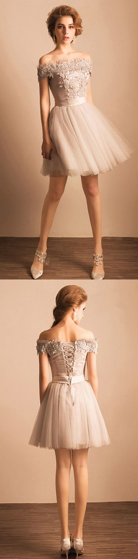 Short party dress with lace and tulle
