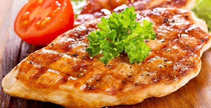 Poitrines de poulet marinées à la Buffalo - Recettes - Ma Fourchette