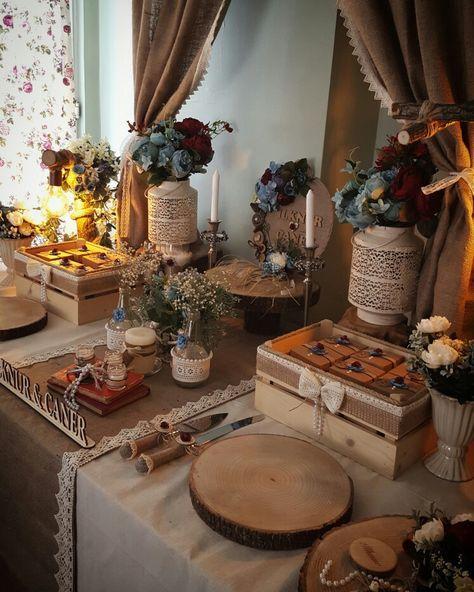 Rustic nişan masası  Rustic Nişan Organizasyonu  #kütüktepsi #kütüknişantepsisi #kutuktepsi #rustic #burlap #wedding #engagement #nisanorganizasyonu #soztepsileri #sozhediyelikleri #nisantepsisi #nişantepsisi #yuzukyukseltici #yuzuktepsisi #love #handmade #craft #kurucicek #gelinlik #gelinbuketi #ahsap #agac #nature #vintage #anıdefteri #anı #damatfincani #damatkahvesi #damattepsisi http://gelinshop.com/ppost/562738915927558066/